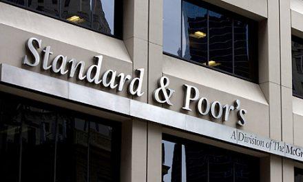 Σε ΒΒΒ+ από Α- υποβάθμισε την Κύπρο η Standard & Poor's, λόγω Ελλάδας