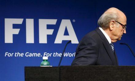 FIFA: «Δεν φεύγω πριν τις 26 Φεβρουαρίου» διαμήνυσε ο Μπλάτερ
